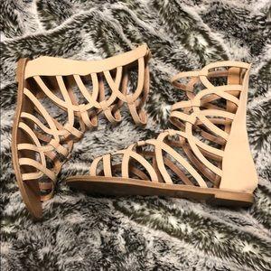Qupid gladiator sandal! Women's size 8 1/2